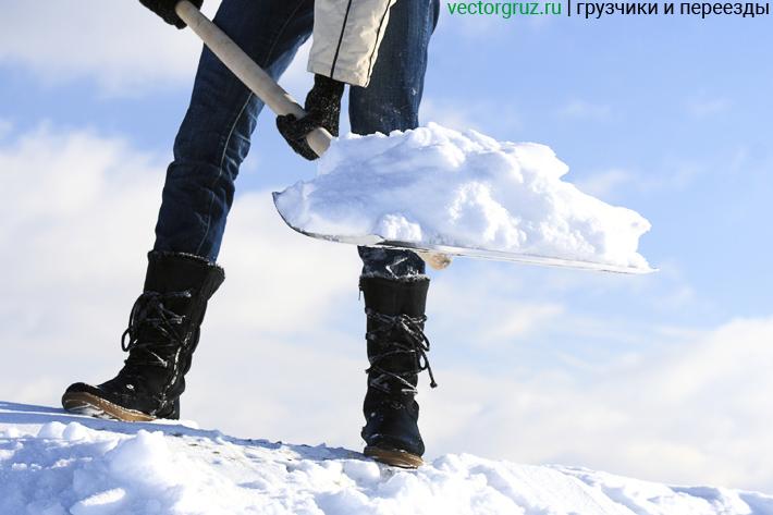 Уборка кровли от снега и сосулек